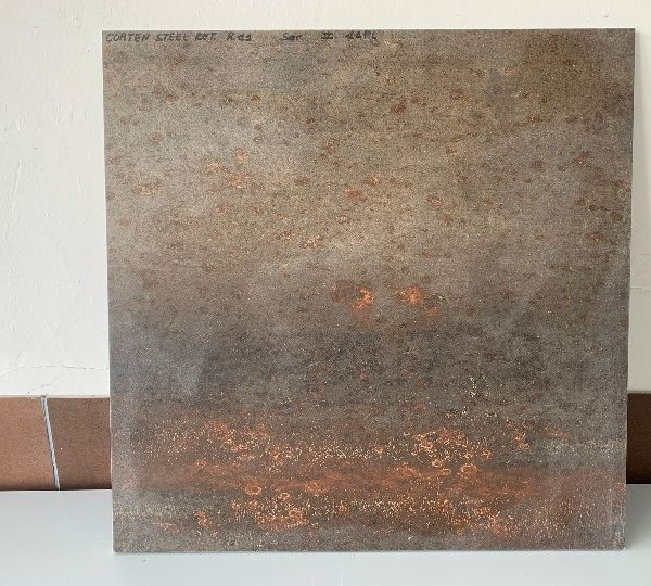 pavimento esterno metallo